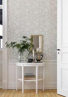 art deco home decor Swedish Wallpaper, Home Wallpaper, Hallway Wallpaper, Dining Room Wallpaper, Cosy Living, Tapete Floral, Decor Room, Wall Decor, Home Decoracion