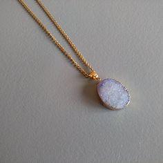 f168ab90823 Collier pendentif en agate couleur bleu saphir. Collier pendentif en agate  couleur bleu saphir - Un grand marché