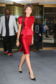 Zendaya Coleman in this red peplum dress Estilo Zendaya, Zendaya Style, Estilo Glamour, Look Fashion, Womens Fashion, Moda Chic, Zendaya Coleman, Celebs, Celebrities