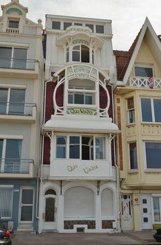 Villa Quo Vadis - Digue de mer - Malo les Bains (Nord) Architecture Art Nouveau, Organic Architecture, Interior Architecture, Architecture Organique, Artistic Tile, Interesting Buildings, Art Thou, Old Building, Art Moderne