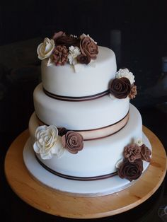 Stylish brown flower cake