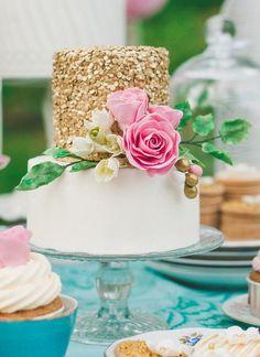 Wedding Trends: Sequin Wedding Cake ~ Cake by Sockerrus Metallic Wedding Cakes, Floral Wedding Cakes, Fall Wedding Cakes, Wedding Cake Decorations, Wedding Cake Designs, Sequin Wedding, Floral Cake, Purple Wedding, Pretty Cakes