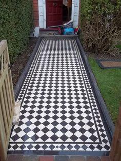 A fabulous front path! Front Path, Front Fence, Victorian Front Garden, Hall Flooring, Flooring Ideas, Porch Tile, Exterior Tiles, Garden Doors, Garden Path