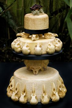 Skull wedding cake by Food artist Annabel de Vetten, also known as Conjurer's Kitchen.