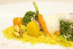 Schwertfischpralinen mit Gewürzkarotten und –orangen mit salzigen Mandeln auf Zitronen-Couscous mit frittiertem Koriander und Langpfefferschaum
