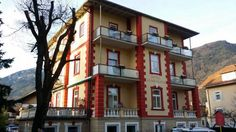 Hotel Almrausch Bad Reichenhall Tranquilly located in the heart of the spa town of Bad Reichenhall, near the thermal baths and spa facilities, this beautiful 3-star hotel offers a perfectly relaxing Alpine environment.