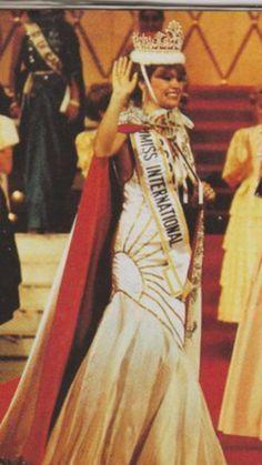 Le hice este vestido a Gidget Sandoval para su premiacion a Reina de Belleza.
