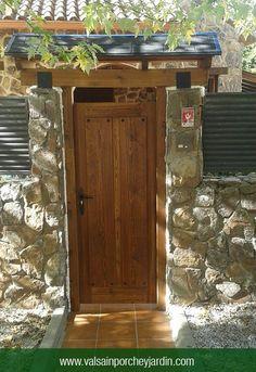Puerta de calle y marquesina en Soto del Real