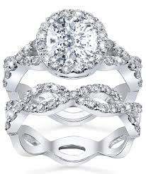 @Alissa Guitner This is my dream engagement ring. So, when the time comes, direct him to this one!