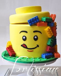 Lego Man Head Cake with Solid Chocolate Lego Blocks - Cake by Tortissime Cake Design - CakesDecor Bolo Fondant, Fondant Cakes, Cupcake Cakes, Cake Cookies, Lego Cookies, Sweets Cake, Cupcake Party, Lego Torte, Chocolate Lego