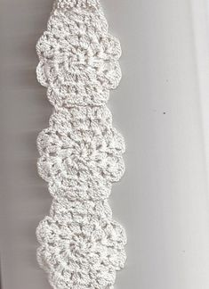 porta papel higienico de croche - Buscar con Google Toliet Paper Holder, Toilet Paper, Filet Crochet, Crochet Home, Learn To Crochet, Home Gifts, Doilies, Lana, Diy And Crafts