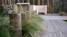 Logs and grass Garden Spaces, Garden Plants, Front Porch Garden, Backyard Beach, Small Front Porches, Beach Gardens, Dream Garden, Garden Inspiration, Garden Landscaping