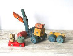 Vintage Wooden Snap Building  Blocks 16 Pieces.