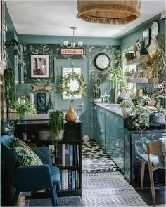 3-powerful-ways-to-bring-nature-indoors-smellacloud-diffuser-essential-oil Blue Green Kitchen, Dark Green Living Room, Interior Styling, Interior Design, Home Decor Inspiration, Indoor, Wood Wallpaper, Wallpaper Ideas, Essential Oil Scents