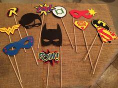 Accessoires photobooth de super-héros ! Ensemble de 12 accessoires différents ! Super amusant pour votre groupe de super-héros !