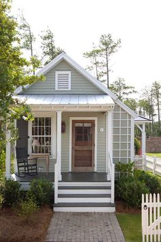 Studio Style Cottage with First Floor Bedroom This is a 493 sq. studio style cottage with a first floor bedroom designed by Our Town Plans. When you go inside, you'll find a one-level floor plan (no sleeping loft) with a bedroom, rea… Small House Living, Cottage Living, Cottage Homes, Country Living, Tiny Guest House, Small Guest Houses, Simple Living, Guest House Cottage, Small House Swoon