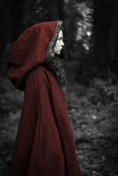 Read Bruxas from the story Fotos para capas by Behlyee (Bêh Costa) with 165 reads. Red Ridding Hood, Foto Fashion, Red Hood, Fantasy, Little Red, Color Negra, Larp, Character Inspiration, Fairy Tales