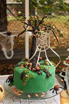 Herbstliche Halloween Torte mit Macaron Spinnen ...autumn Halloween cake with macaron spiders