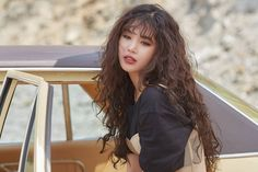 Curled Hairstyles, Pretty Hairstyles, Dye My Hair, Your Hair, Kpop Girl Bands, Curly Hair With Bangs, Model Face, Hair Journey, Perm