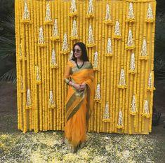 New Decor Wedding Aisle Beautiful 29 Ideas Wedding Aisles, Wedding Reception Backdrop, Wedding Mandap, Desi Wedding Decor, Wedding Hall Decorations, Mehndi Decor, Mehendi, Traditional Wedding Decor, Haldi Ceremony