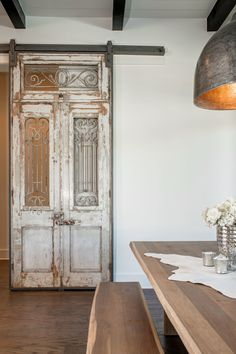 Altholz antike Tür beunruhigt malen architektonischen & Etsy The post Reclaimed antique door distressed paint architectural salvage weathered aged rustic worn decor panel divider wood doors appeared first on Suggestions. Dining Room Design, Wood Doors, Barn Door Hardware, Distressed Painting, Interior Barn Doors, Architectural Salvage, Old Doors, French Doors Interior, Farmhouse Interior