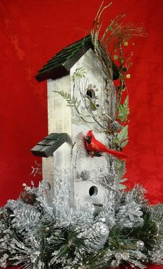 Bird House Rustic Christmas - we got a birdhouse like this one, would be easy to swap out the spring bird and ivy for Christmas deco - could use all year long Christmas Bird, Country Christmas, Christmas Projects, Winter Christmas, Christmas Home, Holiday Crafts, Christmas Wreaths, Christmas Ornaments, Holiday Decor