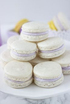 Throw an elegant spring party and treat your guests to these gorgeous Lavender Honey Macarons from @zmansaray on our blog. Would you try the white, purple or yellow macarons first?
