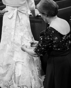 For the big things and the little things moms do thank you! Laura's mom made her couture wedding dress by hand!  This image was one I photographed while second shooting with @baileyrobertsphotography. #mom #mothersday #rachelrichard #baileyrobertsphotography