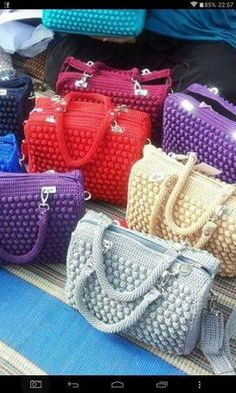 Bags made of crochet? Bags made of crochet? Crochet Handbags, Crochet Purses, Crochet Lace, Crotchet Bags, Knitted Bags, Crochet Stitches Patterns, Purse Patterns, Bobble Stitch, Handmade Bags