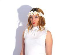 «Innocent»-Blumenkranz Blumenhaarband Hochzeit von simka // made in berlin auf DaWanda.com