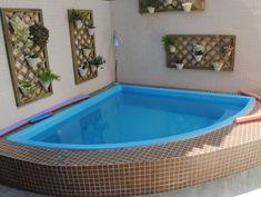 area de lazer com churrasqueira e piscina de fibra Mini Pool, Small Swimming Pools, Small Pools, Backyard Pool Designs, Small Backyard Pools, Patio Chico, Pond Tubs, Mini Piscina, Kleiner Pool Design