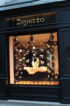 Vitrine Mini tutu, repetto, paris