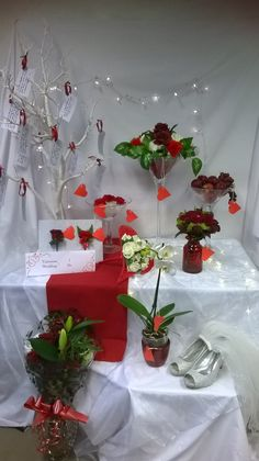 Valentines shop window display by Nicola level 2 diploma floristry