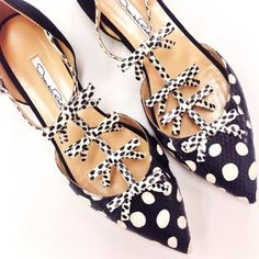 Shop Evelyn Snakeskin and Suede Mary Jane Flats. Handcrafted in Italy from luxurious leather and suede, these Oscar de la Renta flats offer a welcome reprieve to towering heels. Dots Fashion, Fashion Shoes, Cute Shoes, Me Too Shoes, Polka Dot Shoes, Polka Dots, Boots Beauty, Valentino, All About Shoes