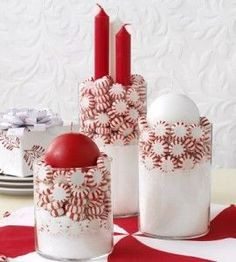 Need a simple but stylish holiday decoration? Try your hand at these quick and easy peppermint DIY candle holders.