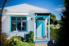World Famous! Dunedin - entire house - Houses for Rent in Dunedin, Otago, New Zealand Holiday Accommodation, World Famous, Renting A House, Cosy, New Zealand, Gazebo, Outdoor Structures, Warm, Outdoor Decor