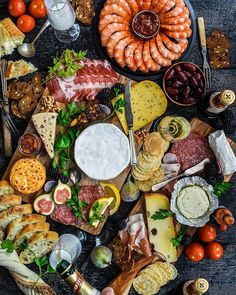 Charcuterie Board with Happy New Year! by miz_moneypenny Tapas Recipes, Healthy Recipes, Antipasto, Picnic Dinner, Brunch, Food Displays, Food Platters, Partys, Appetisers