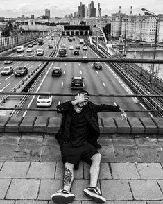 Portrait Photography Men, Portrait Poses, City Photography, Male Portraits, Senior Boy Poses, Senior Guys, Senior Pictures, Male City, Men Photoshoot