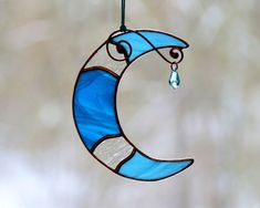 Stained glass blue moon suncatcher, crescent dreamy window/wall hangings decor ornament, Swarovski c Stained Glass Ornaments, Stained Glass Lamps, Stained Glass Designs, Stained Glass Projects, Stained Glass Patterns, Stained Glass Windows, Window Glass, Window Wall, Stained Glass Window Hangings