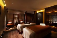 CHI, The Spa at Shangri-La draws inspiration from the origins of the Shangri-La legend, which describes a unique place of personal peace, enchantment and well-being. Massage Place, Massage Room, Spa Massage, Neck Massage, Foot Massage, Spa Luxe, Luxury Spa, Luxury Hotels, Monte Carlo