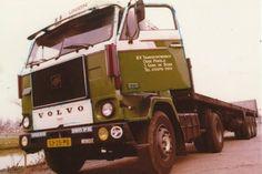 Volvo F 88 4X2 met vlakke oplegger van de Boer in Oude-Pekela (53-25-PB)