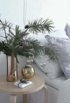simple-christmas-decorations-bedroom-hm-home-styling-anu-tammiste
