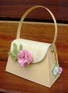 I saw a wonderful purse tutorial on Pinterst using the Envelope Punch Board and knew I had to make one for my dear sister in her favorite co. Treat Bags, Gift Bags, Petite Purses, Paper Purse, Purse Tutorial, Diy Arts And Crafts, Paper Gifts, Craft Fairs, Paper Dolls