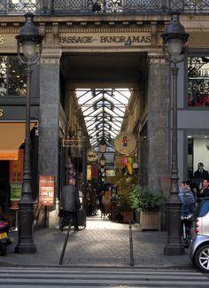 Passage des Panoramas - Paris : Passage des Panoramas — Entrée du passage, boulevard Montmartre. - Wikipédia