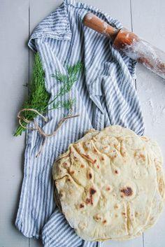 Aujourd'hui on va parler pain libanais et pas n'importe lequel, la chawarma. C'est le pain qui accompagne tous les mezze et que nous prenons toujours plaisir à la maison à déguster avec un bon houmous, une tartinade ou une salade, bref c'est un peu notre pain chouchou car en plus il est hyper rapide à Continue Reading