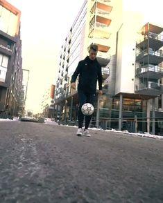 Soccer Footwork Drills, Football Training Drills, Football Workouts, Football Gif, Leg Workout Plan, Soccer Jokes, Football Tricks, Volleyball Practice, Soccer Motivation