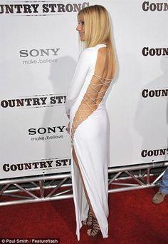 Алсу сафина в белом платье с открытой спиной