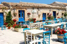 Marzamemi, la piazza Marzamemi is one of the best familial destination for summer vacation. If you want to relax, enjoy and spent your vacation with your family you should visit Marzamemi in Sicily.