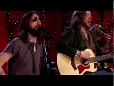 The Black Crowes unplugged   Wiser Time ... great version of a great song
