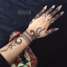 Beautiful vine henna